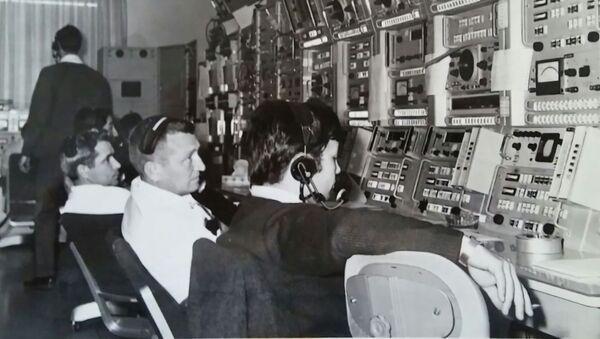 1968. Centro di osservazione spaziale di Fresnedillas. Carlos Gonzales in primo piano. Unico spagnolo fra gli americani. - Sputnik Italia