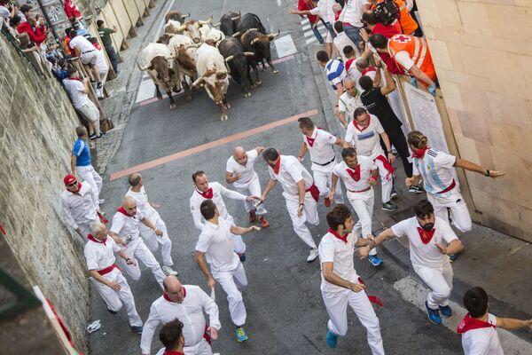 Gli partecipanti alla Festa di san Firmino a Pamplona, Spagna. - Sputnik Italia