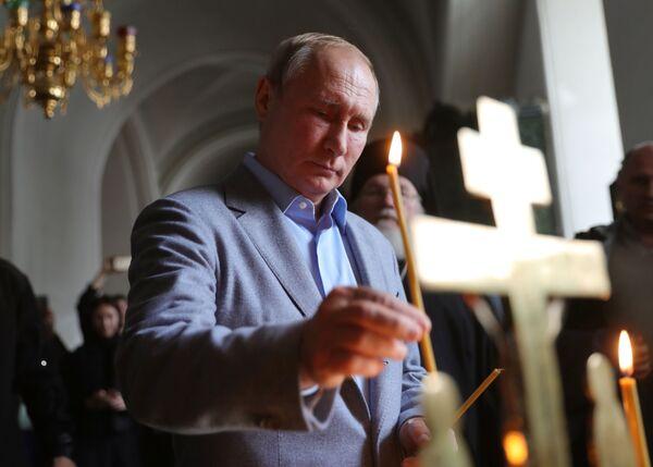 Il presidente russo durante la sua visita del Monastero di Valaam. - Sputnik Italia