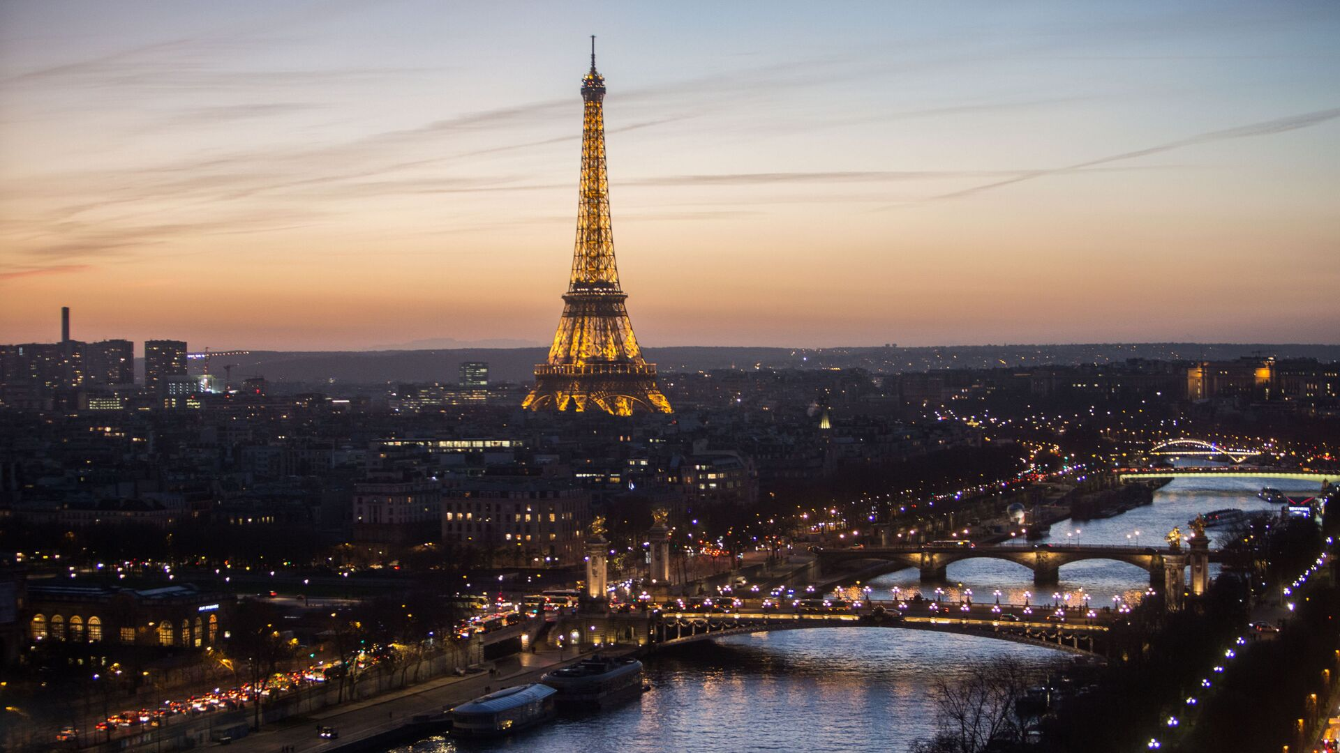 Vista sulla Tour Eiffel a Parigi - Sputnik Italia, 1920, 13.09.2021