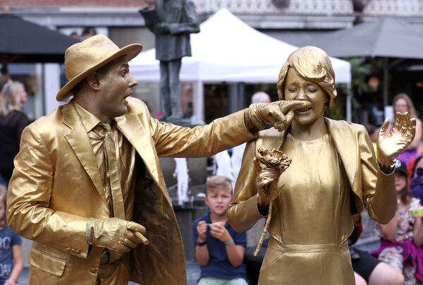 Nozze d'oro al Festival Statues en Marche. - Sputnik Italia