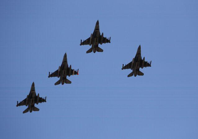 Caccia americani F-16