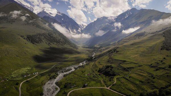 Vista sulla Valle del fiume Dzhimara nella repubblica russa dell'Ossezia del Nord. - Sputnik Italia