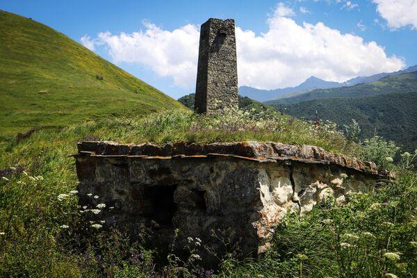 Una tomba sul territorio della Città dei morti. - Sputnik Italia