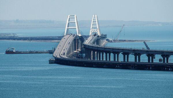 Il ponte di Crimea attraverso lo Stretto di Kerch - Sputnik Italia