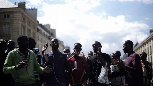 Migranti a Parigi - Sputnik Italia