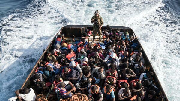 Il soccorso dei migranti libici, vicino a Tripoli - Sputnik Italia