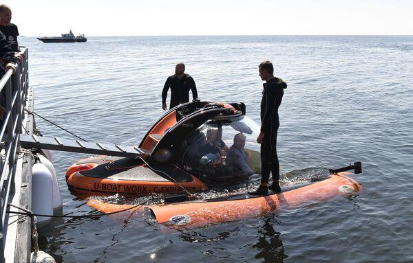 Il presidente ha anche affermato che scende sotto l'acqua e vola in cielo per comprendere meglio il prezzo del lavoro dei russi che lavorano in tali condizioni. - Sputnik Italia