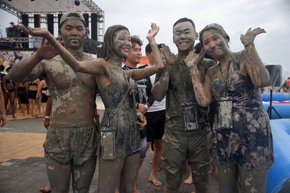 Bagni di fango in Corea del Sud. - Sputnik Italia