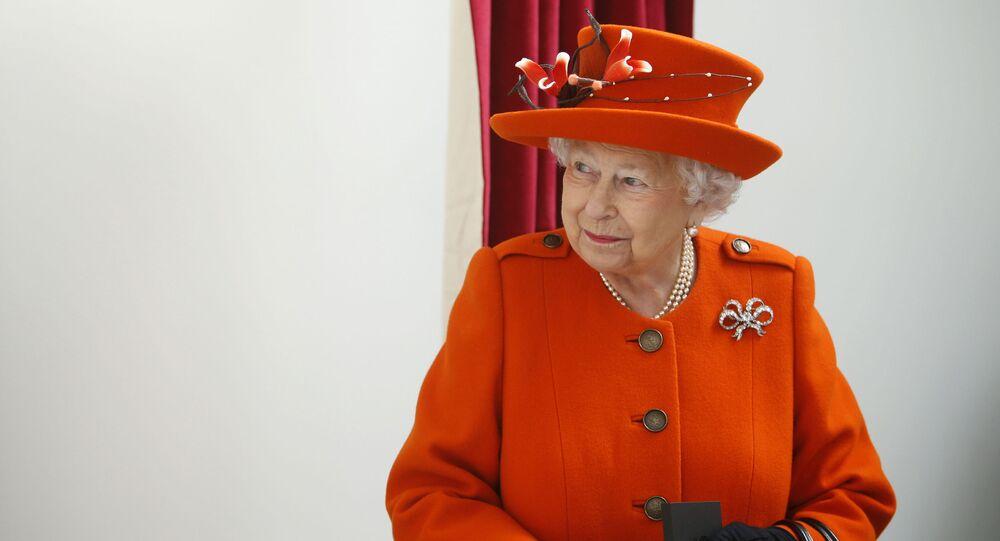 Il cameriere della regina Elisabetta positivo al coronavirus