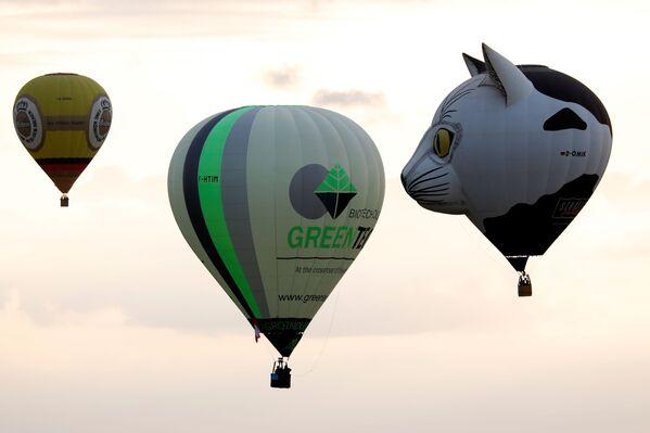 Le mongolfiere in cielo sopra Chambley al Lorraine Mondial Air Balloon Festival a Chambley. - Sputnik Italia