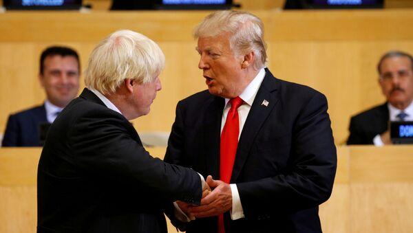 Boris Johnson e Donald Trump nel quartiere generale ONU a New York  - Sputnik Italia