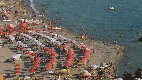 Una spiaggia sul mar Tirreno - Sputnik Italia