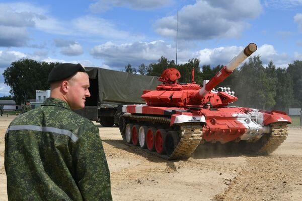 Un carro armatato T-72B3 della Bielorussia - Sputnik Italia