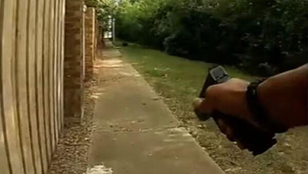 Poliziotto americano con pistola - Sputnik Italia