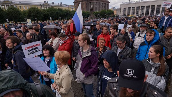 Partecipanti alla manifestazione del 3 agosto a San Pietroburgo - Sputnik Italia