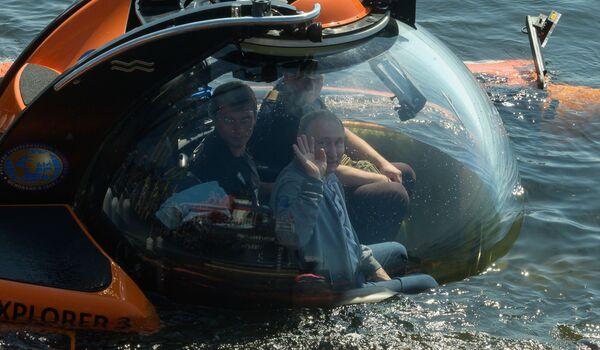 Il presidente russo Vladimir Putin a bordo di un batiscafo è sceso sul fondo del Baltico per visitare il luogo in cui il sottomarino Shch-308 Salmon è affondato durante la seconda guerra mondiale. - Sputnik Italia