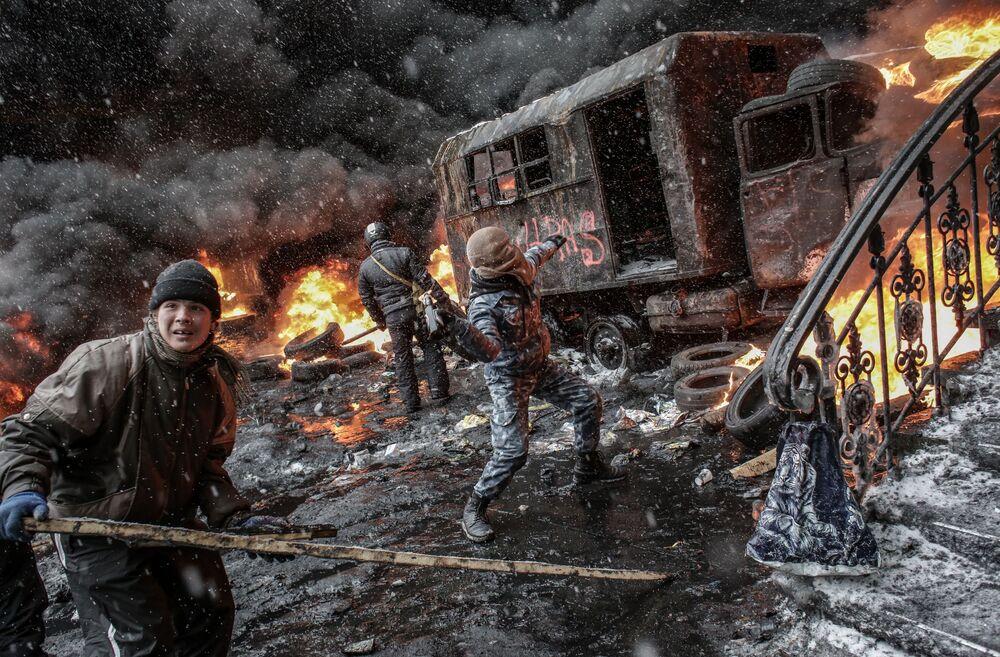Scontri durante le manifestazioni a Kiev, nei giorni dell' Euromaidan.