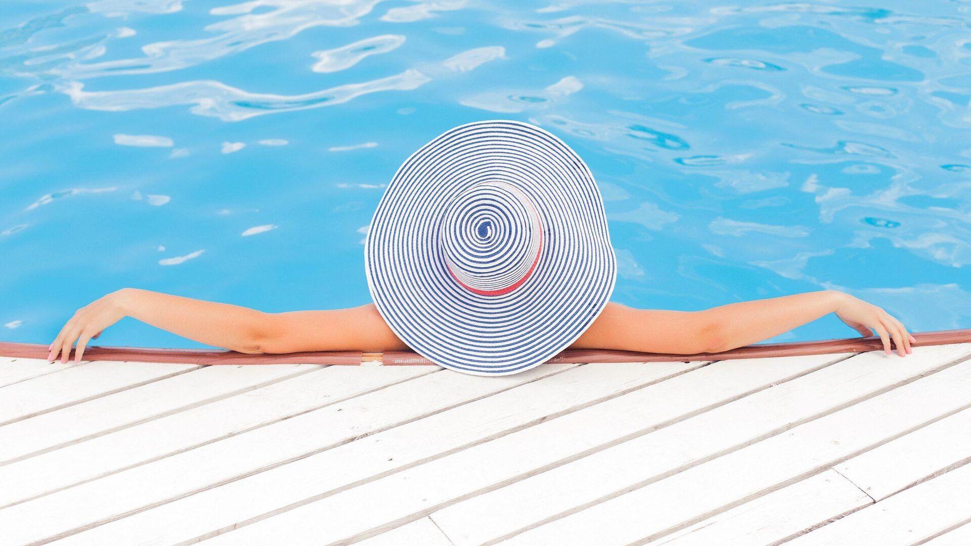 Donna in piscina - Sputnik Italia, 1920, 15.04.2021