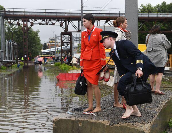 Gli impiegati di Aeroflot vicino all'aeroporto Sheremetyevo. - Sputnik Italia