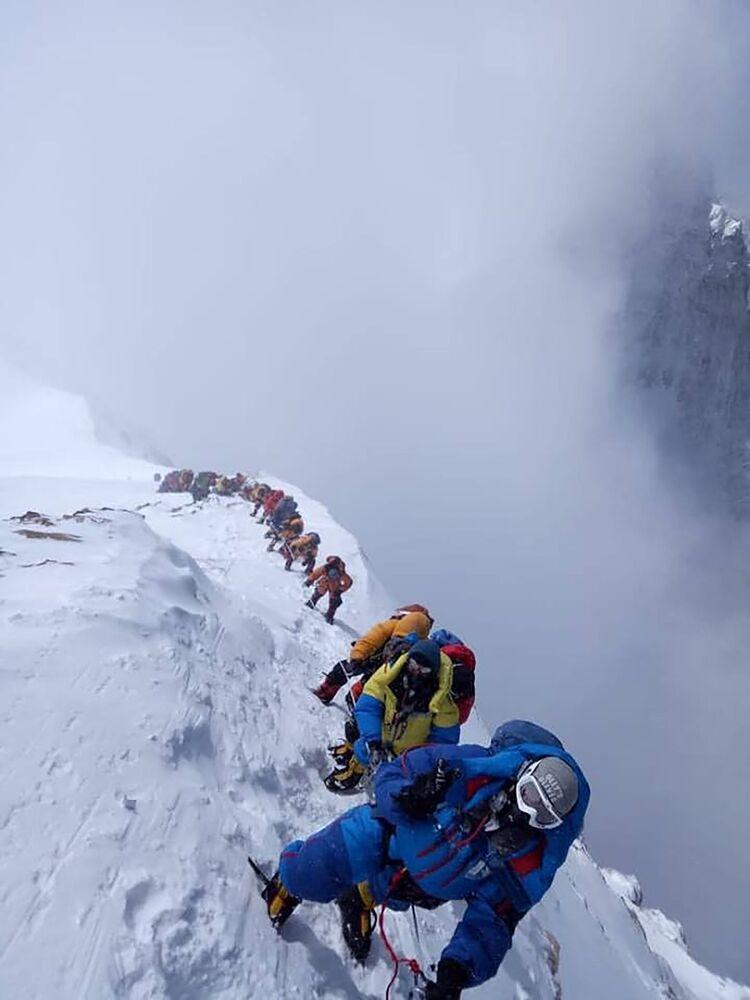 Alpinisti sulla parete sud dell'Everest, in Nepal
