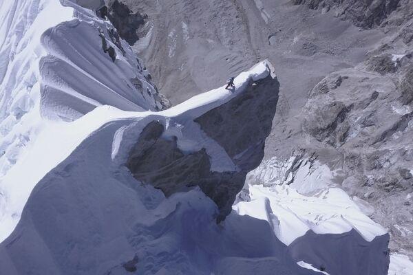 L'alpinista austriaco David Lama, il primo al mondo ad aver raggiunto i 6907 metri della vetta del Lunag Ri, in Nepal, il 28 ottobre 2018. - Sputnik Italia