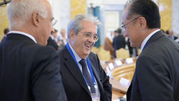 Maurizio Saccomanni, al centro, insieme al presidente della Banca Mondiale Jim Kim, in occasione del G20 finanziario di San Pietroburgo nel 2013 - Sputnik Italia