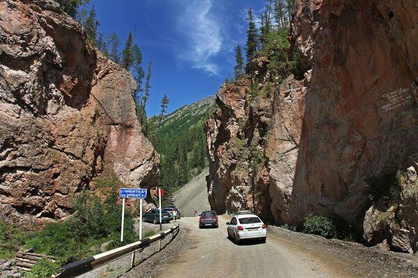 La strada che conduce alla valle di Kyzyl-Chin - Sputnik Italia