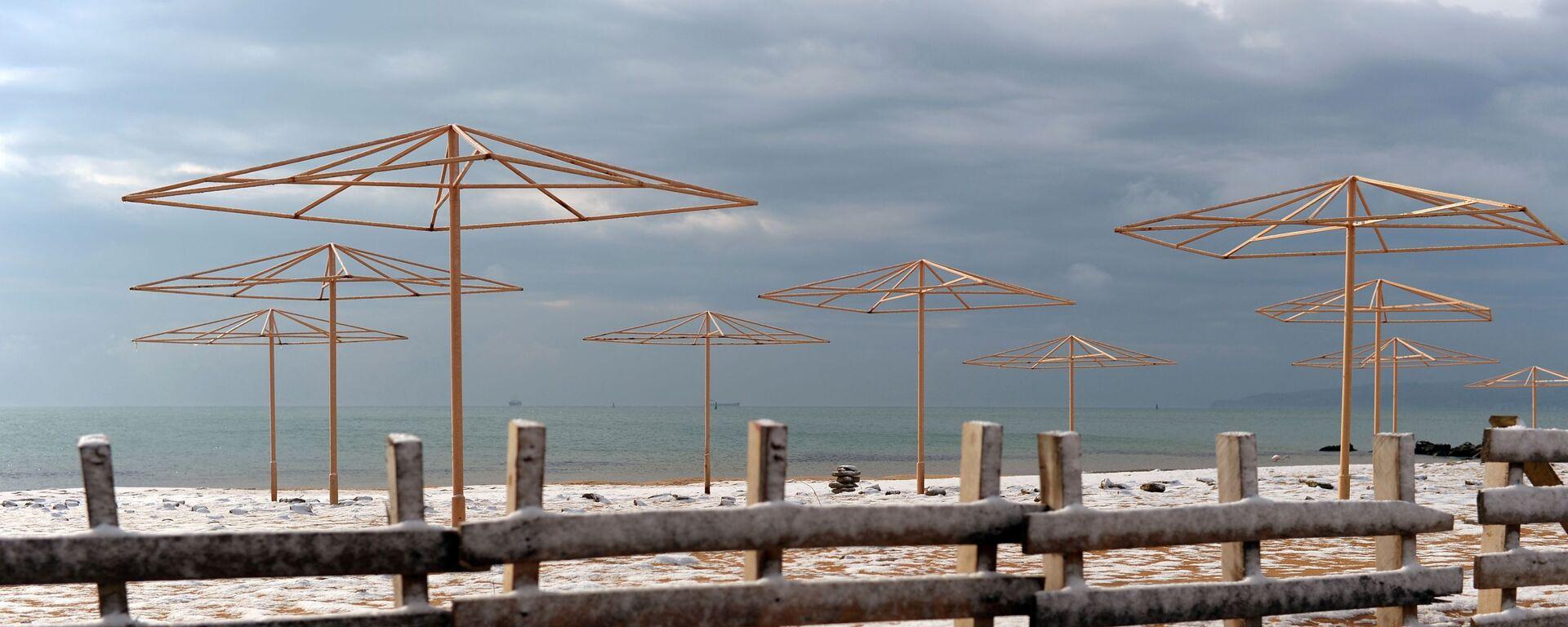 Una spiaggia coperta dalla neve - Sputnik Italia, 1920, 29.07.2021