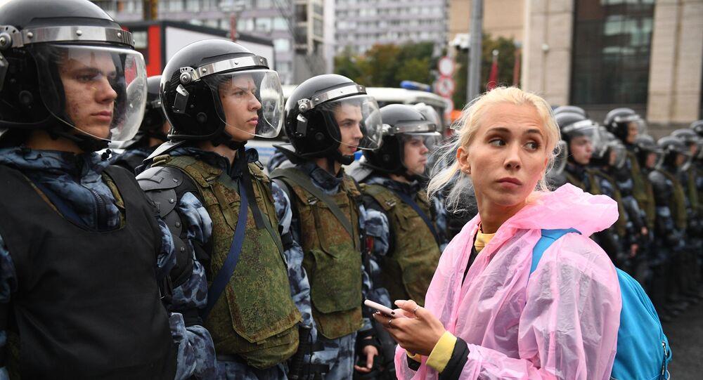 Polizia e manifestanti nel centro di Mosca sabato 10 agosto 2018