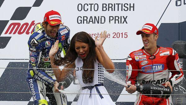 Andrea Dovizioso sul podio insieme a Valentino Rossi (foto di repertorio) - Sputnik Italia