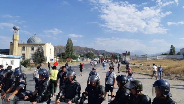 Kyrgyzstan: scontri tra la polizia ed i sostenitori dell'ex presidente Atambayev nel villaggio di Koy-Tash - Sputnik Italia