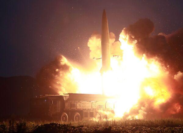Il lancio di un nuovo missile balistico nordcoreano - Sputnik Italia