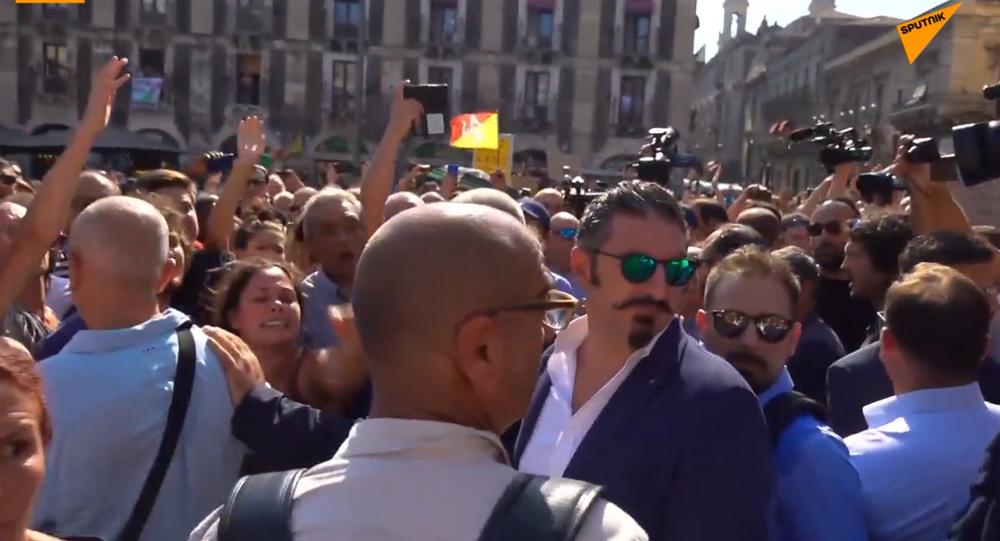 Salvini contestato a Catania, salta il comizio pubblico