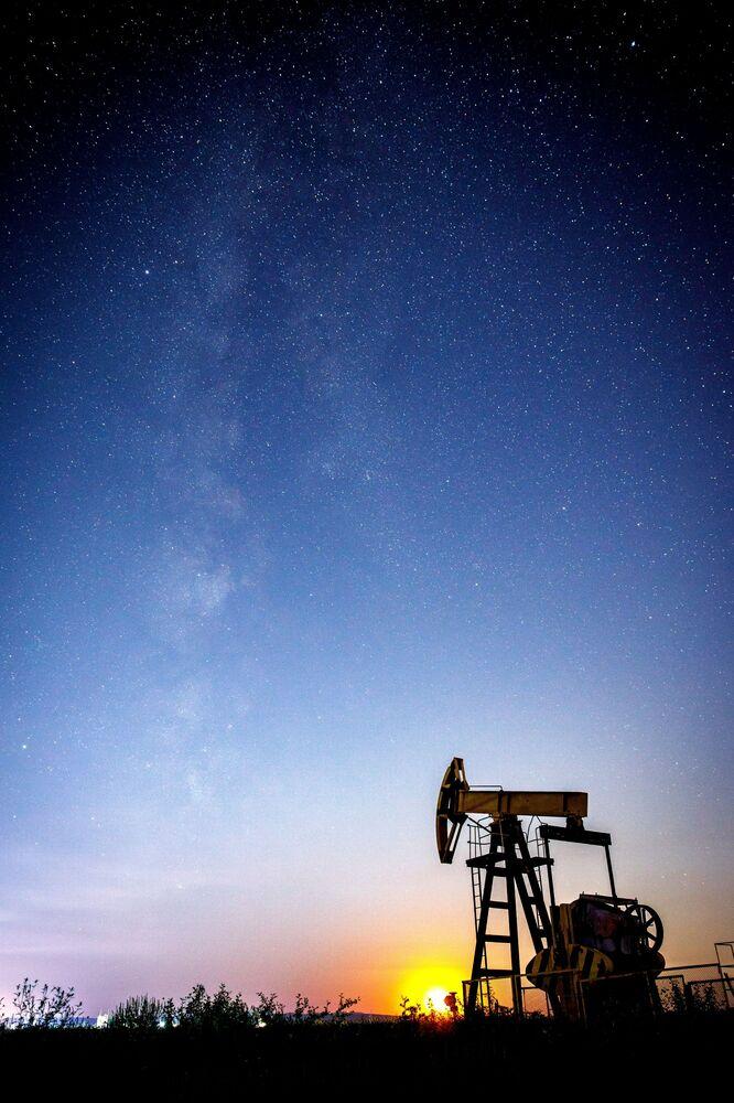 Lo sciame meteorico delle Perseidi in realtà è costituito da detriti abbandonati dalla cometa Swift-Tuttle nel suo passaggio intorno al sole nel 1992.