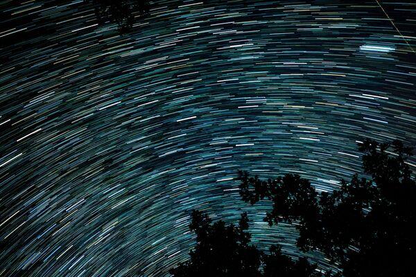 Piogge di meteoriti cadono ogni anno, perché l'orbita della Terra si interseca. L'attività delle Perseidi si indebolisce man mano che aumenta la distanza tra la cometa e la Terra. - Sputnik Italia