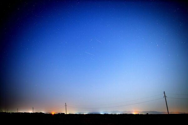 In anni normali la pioggia di meteoriti è relativamente lontana dall'orbita della Terra e si trova al di fuori di essa.  - Sputnik Italia