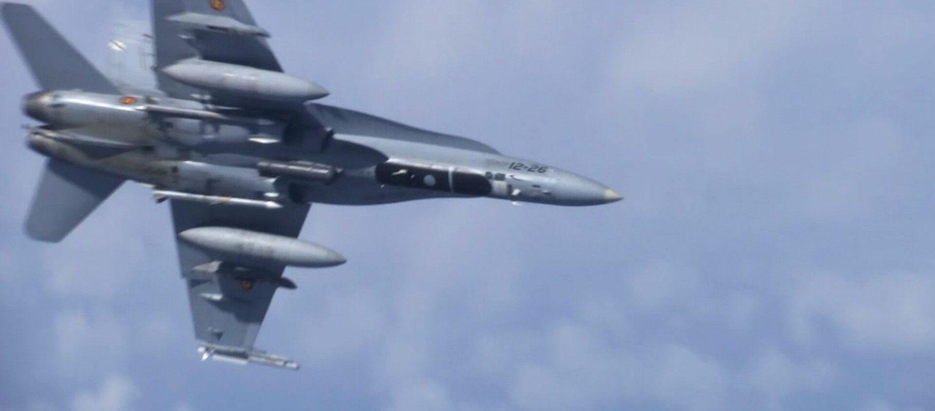 Caccia F-18 della NATO ha cercato di avvicinarsi all'aereo Shoygu sul Baltico - Sputnik Italia, 1920, 13.05.2021