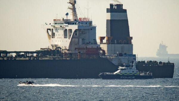 La petroliera iraniana Grace 1 sequestrata dalla marina militare del Regno Unito - Sputnik Italia