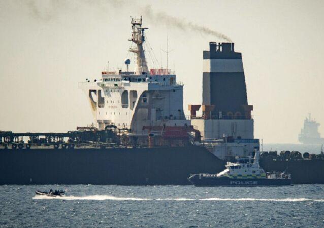 La petroliera iraniana Grace 1 sequestrata dalla marina militare del Regno Unito