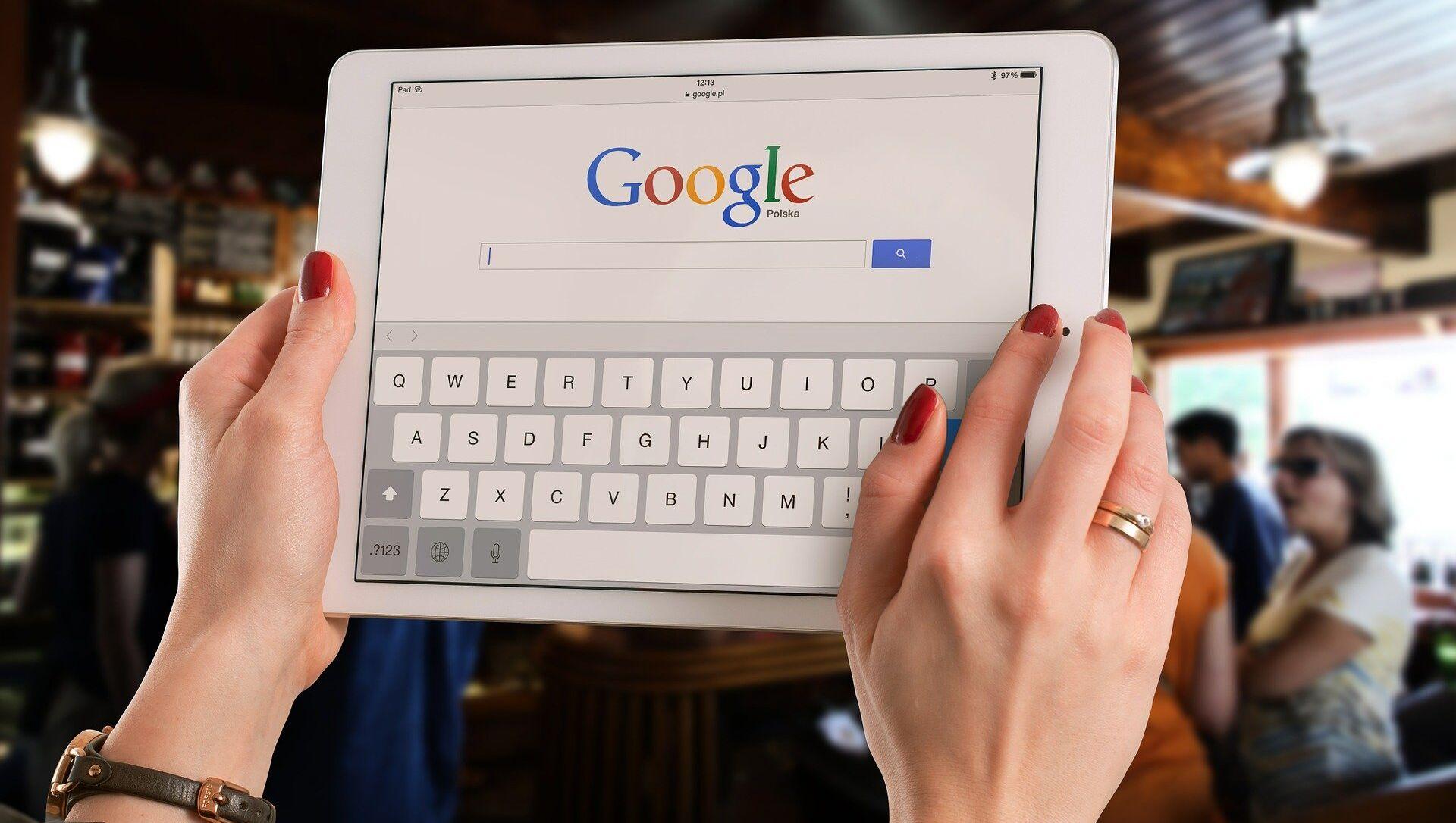 Google su un tablet - Sputnik Italia, 1920, 30.03.2021