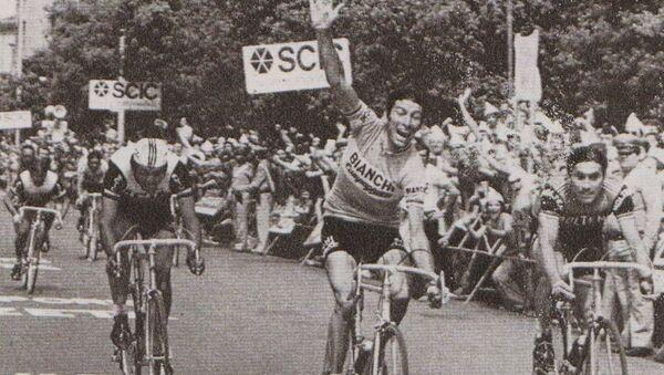 Gimondi taglia vittorioso il traguardo di una tappa del Giro d'Italia 1974 - Sputnik Italia
