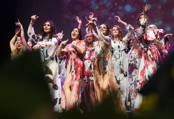 Le finaliste del concorso Mrs Russia 2019 a Mosca - Sputnik Italia