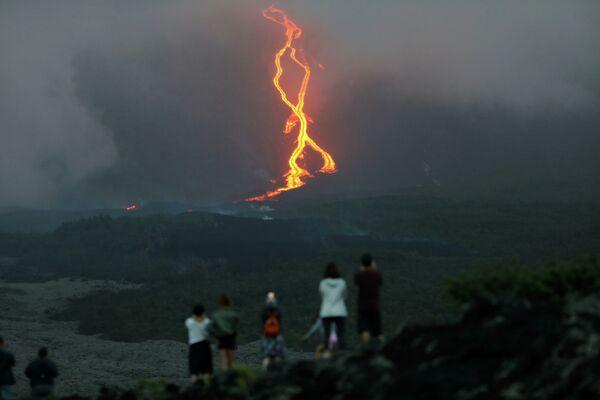 L'eruzione del vulcano Pitorn de la Furnes sull'isola di Reunion - Sputnik Italia