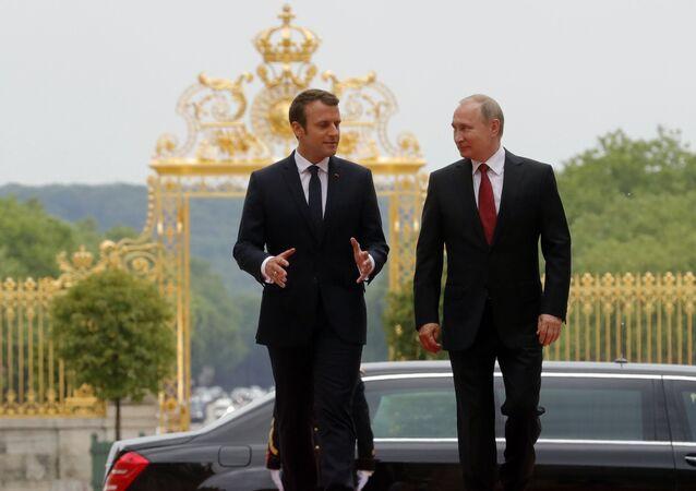 Il presidente francese Emmanuel Macron e il presidente russo Vladimir Putin (foto d'archivio)