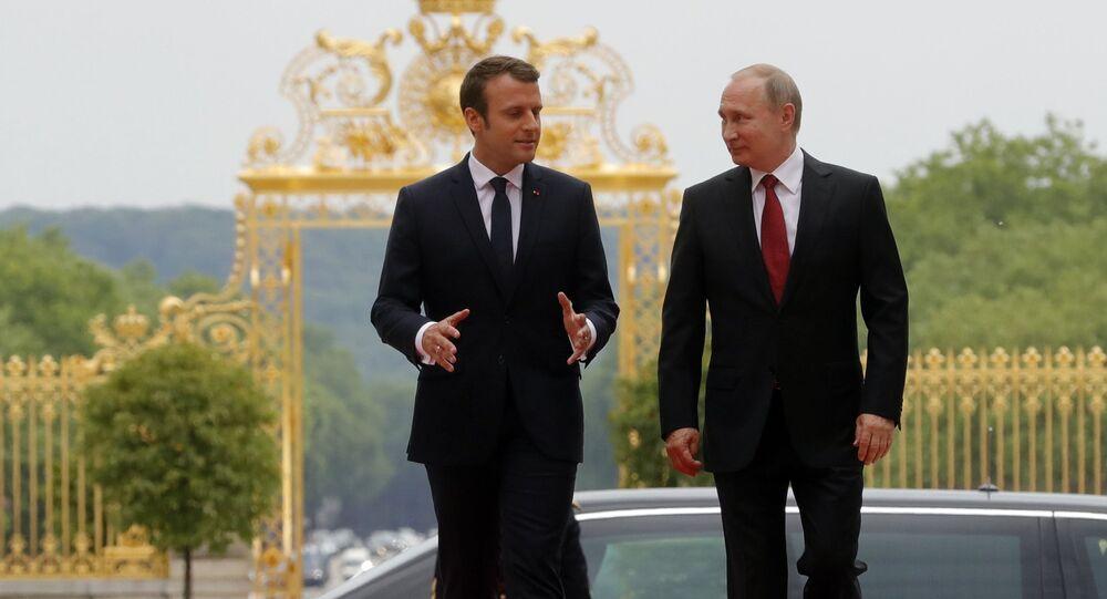 Macron e Putin (foto d'archivio)