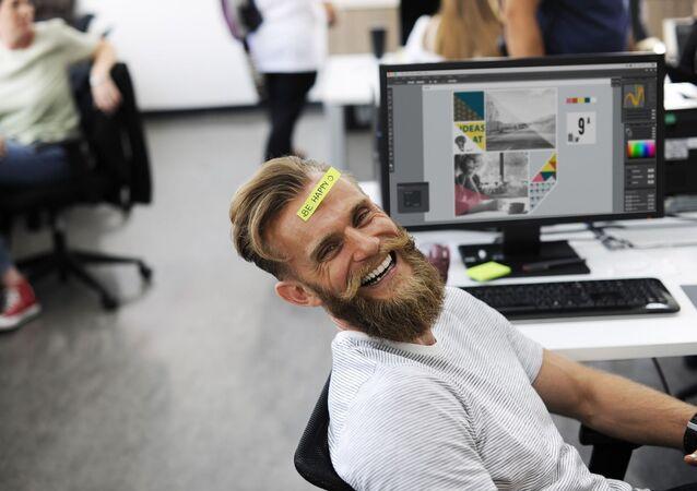 Scena di ufficio - uomo che ride