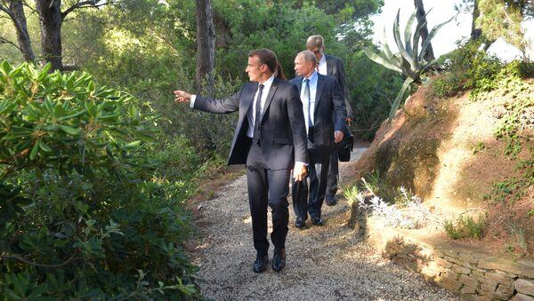 Emmanuel Macron e Vladimir Putin - Sputnik Italia