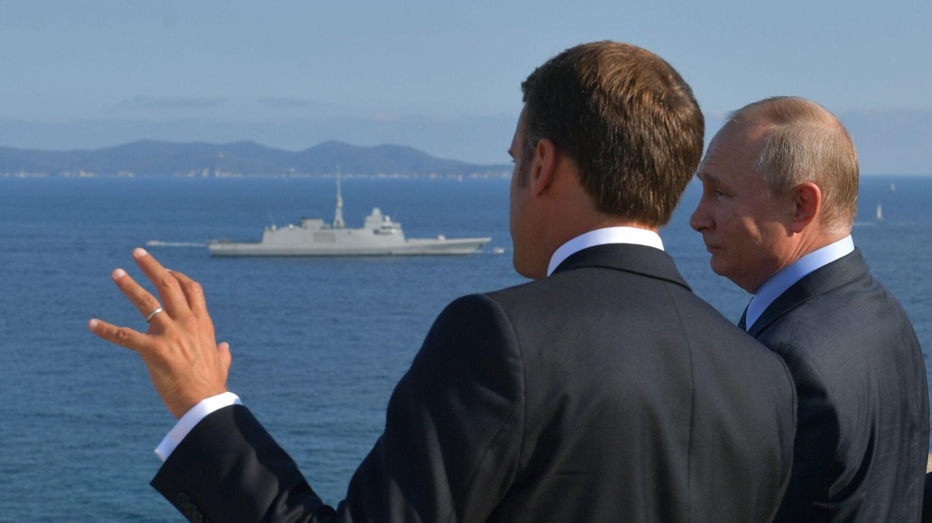 Putin e Macron durante il loro incontro nella residenza di Fort Brégançon - Sputnik Italia, 1920, 10.06.2021