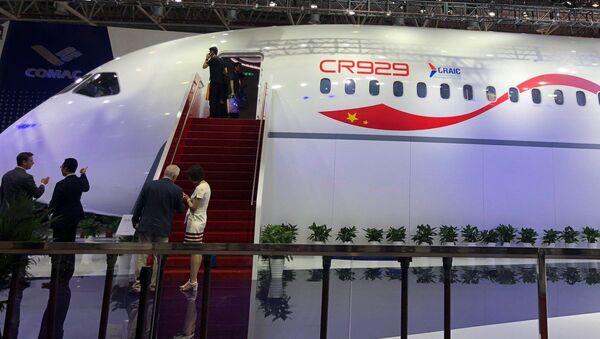 Prototipo dell'aereo russo-cinese CR929 - Sputnik Italia